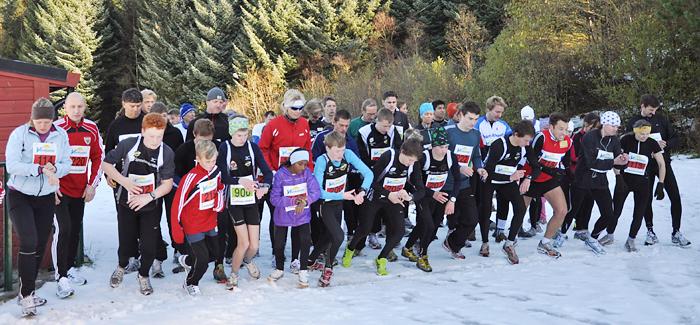 Startskuddet går for både 5 og 10 kilometer i Loddefjordløpet.