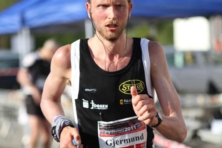 Bildet er fra Ringerike Ultra i 2011 der han satte norsk og nordisk rekord på 12 timers løp (foto: Olav Engen).