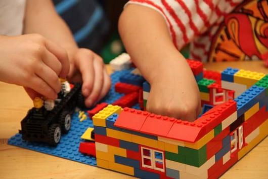 Barnehage - leke med Lego
