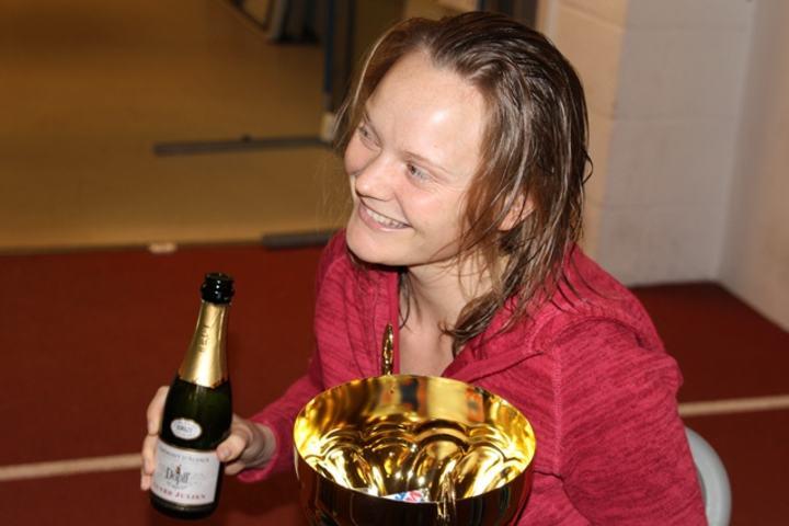 Maria Jansson etter sin første seier på Bislett 24-timers i 2011 (foto: Olav Engen).