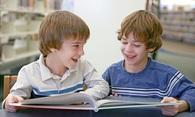 Gutter som leser