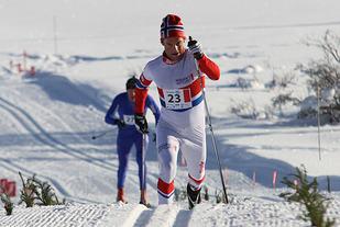 Furusjøen Rundt i 2013. Vinner Erling Christiansen langer ut. Foto: Finn Olsen