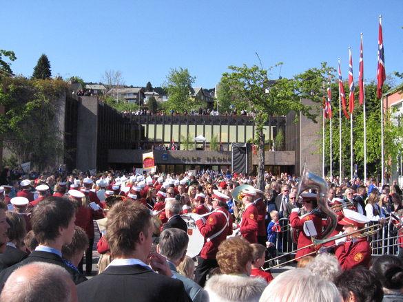 17 mai feiring ved Rådhuset og i Storgata