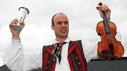Vinnar av kongepokalen i spel fele, Andreas Bjørkås.