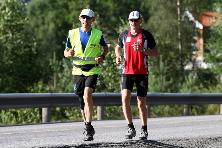 Henry Wehder i rødt er 6-dagersfavoritt. Her sammen med Erik Nossum som også løper på Jessheim.