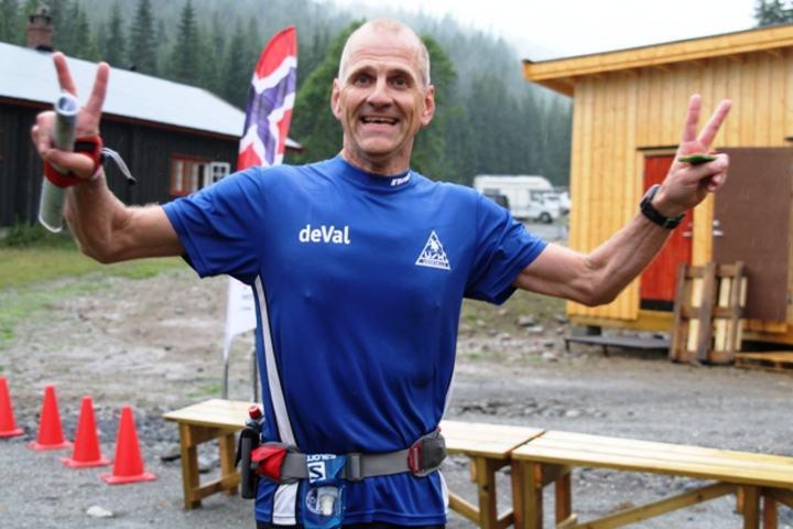 Jesper Fagersten er i klar ledelse på 200 km etter å ha løpt i 27 timer. Her ser vi Jesper etter målgang i Kristins Runde 2013. Her ved Tverrsjøstallen har han passert to ganger det siste døgnet (foto: Olav Engen).