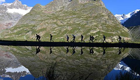 Somme stader har det meir status å springe i naturen enn på banen. (Foto: Pascal Tournaire, Ultra-trail du Mont Blanc)