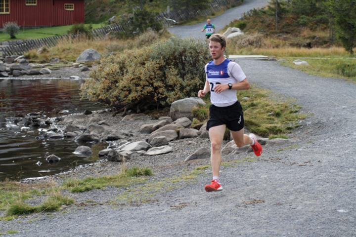 Petter Soleng Skinstad gjorde unna runden rundt Sjusjøvannet på 36.50 i premieren i 2013 og er er klar for nye dueller på lørdag.