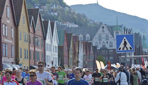 Bryggen: Løypa i Bergen City Marathon gir deg en fantastisk sightseeing i Bergen med Bryggen som areana for start og mål. (Foto: Jørgen Pettersen)