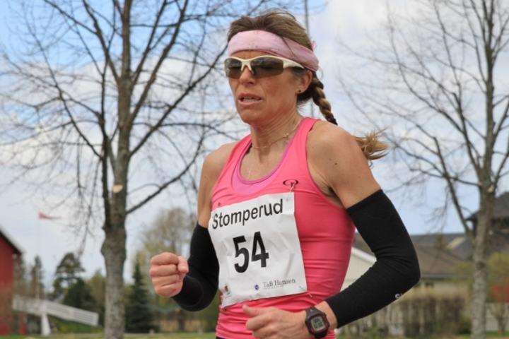 Dorte Foss i flott driv på første løp i fjorårets karusell (foto:Olav Engen).