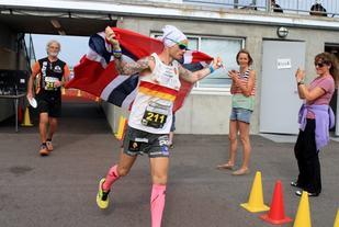 Bjørn Tore Kronen Taranger er NM-kongen i ultraløp med 6 titler, fire på 24-timers og to på 100 kilometer. Bildet er fra NM 24-timers på Jesssheim i 2014 (foto: Olav Engen).