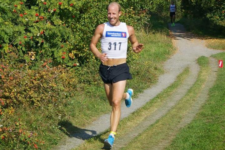 Espen Almlid i aksjon i sitt eget løp, Hamarløpet, i fjor høst. I år går løpet lørdag 23. mai. (Foto: Bente Sund Langøigjelten)