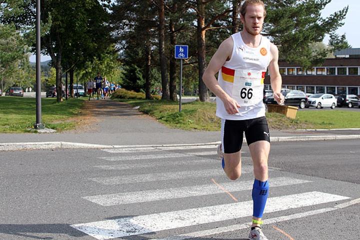 Bildet er fra Lørenskogløpet 2014. Der gjorde også Jonas Lurås Hammer kort prosess med konkurrentene allerede ut fra start (foto: Heming Leira).