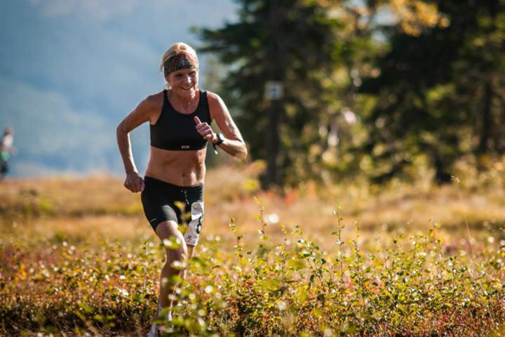 Maria Lundgren i seiersløpet i Trysilfjellet 1132 motbakkeløp i fjor (Foto: Hans Martin Nysæter, Destinasjon Trysil)