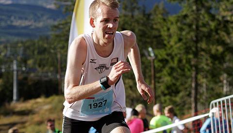 Erling Hisdal, Tjalve som har sitt store mål om å komme blant de tre beste i årets Norgescup i Motbakkeløp topper cupen foran siste løp. Her fra Oslos Bratteste i 2014  Foto: Oddvar Røsten