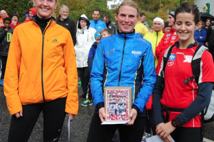 Frå venstre: Tove Mostrøm nr.2 på 20,51. Nancy Sommer nr. 1 på 19,15 og 3. plass Ingri M Birkeland 20,56 Foto:Arrangør