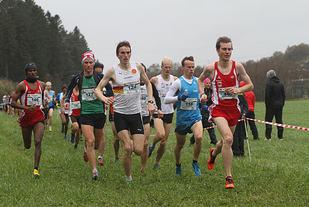 Fra fjorårets NM terrengløp hvor Sondre Nordstad Moen bestemte farten foran bl.a. Marius Vedvik. (Foto: Arne Dag Myking)