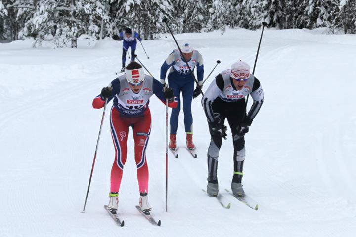 Fra fjorårets renn på Slettås med to blad Granrud og Bakken på oppløpet. (Foto: Jan Ove Kristiansen)