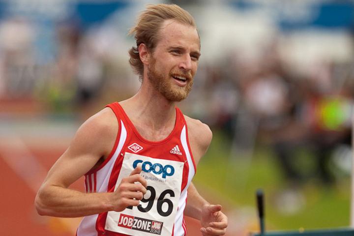 Rolf Steier var drøye minuttet bak persen da han løp halvmaraton på 1.05.59 i Venloop. (Foto: Helge Langen)