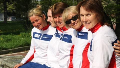 Ninette Banoun (med solbriller) var best av de norske løperne i VM 24-timers med 17. plass og norsk rekord (foto: Joha Percy Holmgren).
