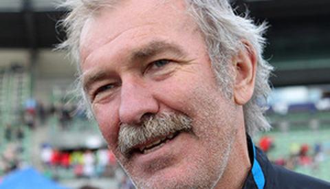 Knut Kvalheim 33 år senere under Holmenkollstaffeten på Bislett. Da som trener for vinnerlaget Tjalve. (Foto: Kjell Vigestad)