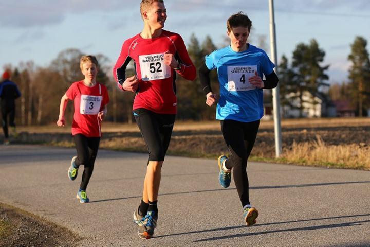 Ole Martin Evensen Sandness (4 ) og Amund Tveit Andresen (52) fra Sørum IL, kom på 1. og 2. plass i ungdomsløpet. (Foto: Bjørn Hytjanstorp).