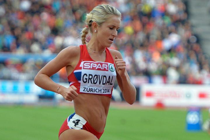Karoline Bjerkeli Grøvdal satser på ny 1500-pers på Jessheim til torsdag. Her under fjorårets EM i friidrett i Zürich. (Foto: Bjørn Johannessen)