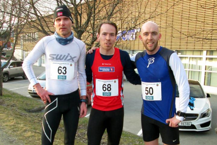 De tre beste i herreklassen (fra høyre) løpets vinner Tom Erik Åsen, toer Mats Emil Sand og treer Morten Tronbøl. De vant for øvrig hver sin klasse. (Foto: Fred Nordal)