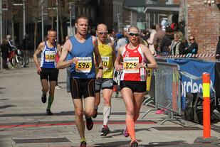 Astrid Brathaug Sørset, Vidar vinner halvmaraton  på ny pers. Foto: Runar Gilberg