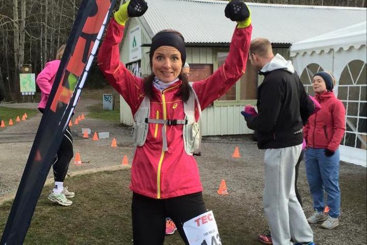 En jublende fornøyd Jeanette Vika etter fullførte 161 km i Täby (privat foto).