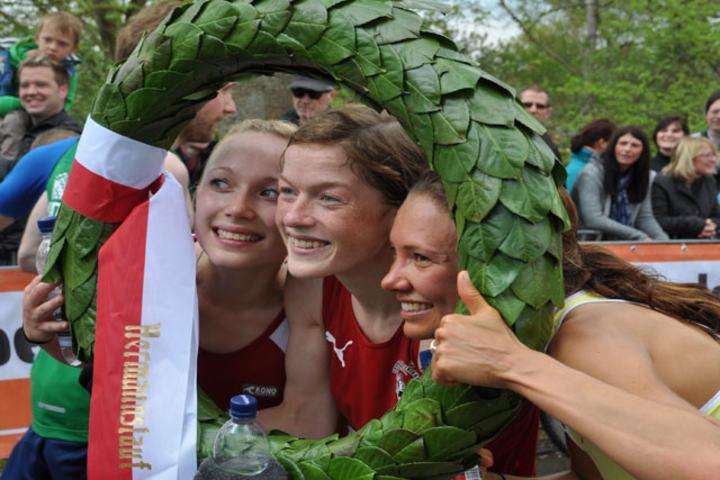 Hilde Aders i seierskransen. Foto: Privat