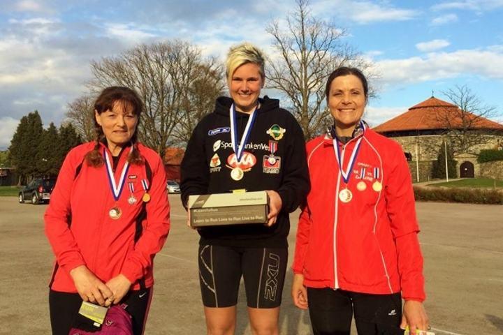 Pallen på 100 km for kvinner med Cecilie Landro på toppen (foto fra Grete Ruglands facebookside).