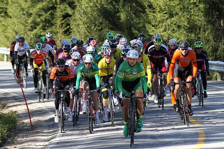 Pulja med aktive rytter bestod av 44 ryttere i årets JH-ritt. Her ved passering Norderåa.