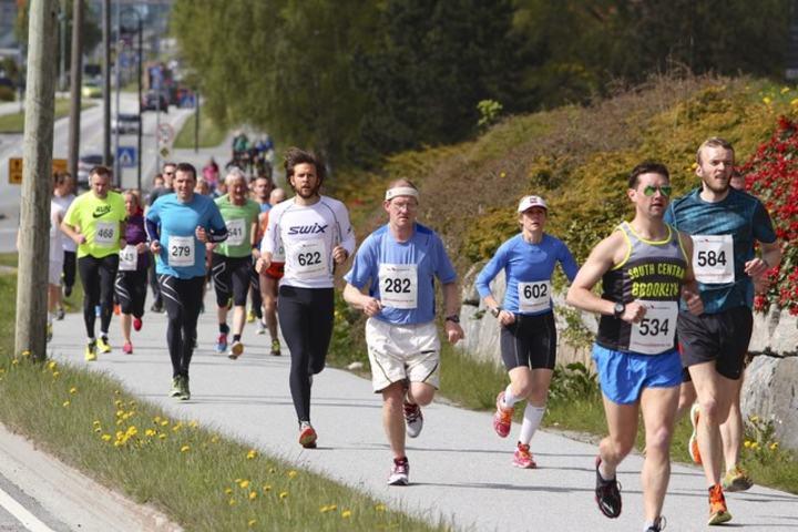 Fra starten på Ålesund Maraton 2014. Foto: Kjell Vigestad