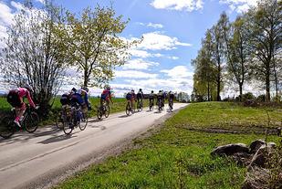 Gylne Gutuer i Stange skiller seg ut fra andre landevegsritt i Norge med store partier på grus. (Foto: Heidi F. Kristiansen)