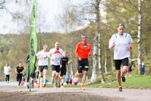 Tim Bennett løper gjerne noen runder før SRM og deretter ofte 3 runder. Da blir det en god treningsøkt. I SRM løpes det både for harde livet og for å nye en tur rundt Sognsvann.