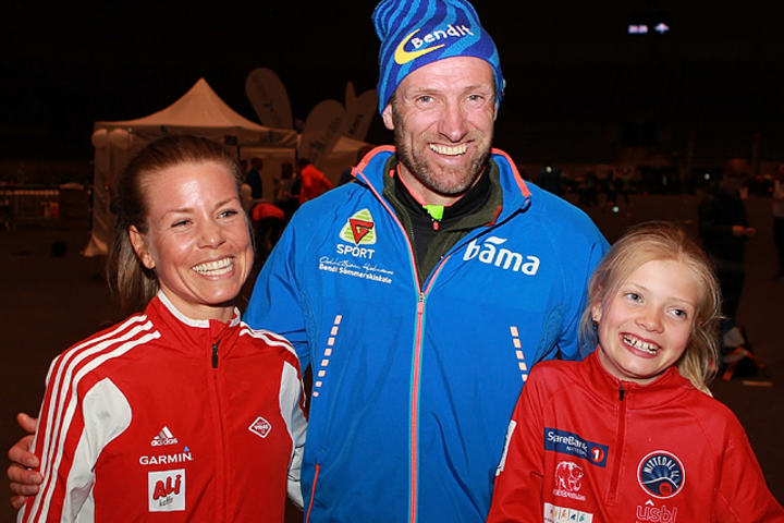 Vinnerne på 10 km, Ida Bergsløkken og Odd-Bjørn Hjelmeseth med dattera Marthe som ble nr. 2 i yngste jenteklasse. (Foto: Kjell Vigestad)