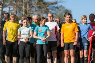 Martha og Klara Lyngnes var to av de mange kvinnene som løp Sognsvann Rundt Medsols på onsdag. Foto: Jørgen Lindalen