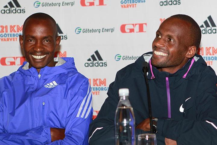 Løpets store favoritter: Jonathan Maiyo (th) og Richard Mengich (tv) på fredagens pressekonferanse. (Foto: Kjell Vigestad)
