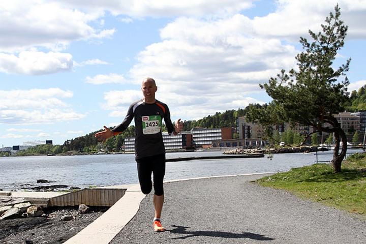 Erik Sjöqvist, Svensenga SK utklasset konkurrentene med over 7 minutter. Her skriker han mens han slår ut med hendene- Er jeg på rett vei?? Og det var han på dette tidspunktet på Sollerudstranda etter 8km