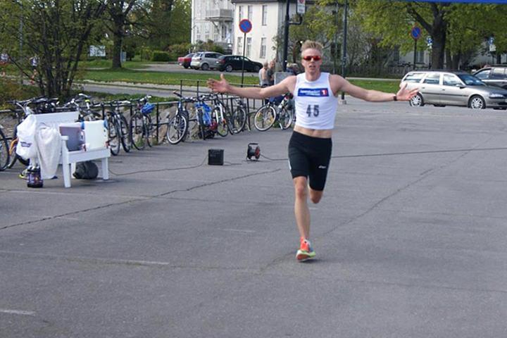 Espen Rusten kunne juble for årets andre store seier på Skibladnerbrygga. (Foto: Bente Sund Langøigjelten)