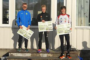 De tre beste herrer totalt: Joakim Sødal (midten) vant foran Lars Bendic Eide (venstre) og Joachim Tranvåg (høyre). (Alle foto: Roger Sponland)