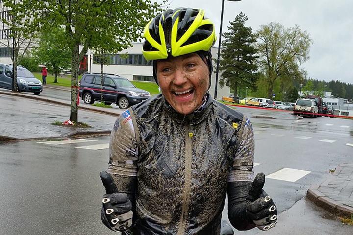 Linda Kristine Bjerke, Hedmark Terrengsykkel etter å sikret seg en soleklar seier i søla på Magnor. (Arrangørfoto)