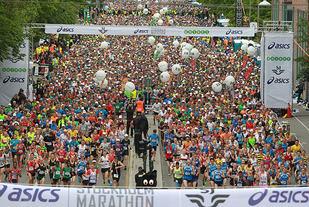 Starten på Stockholm Marathon i 2015. Foto. Kjell Vigestad