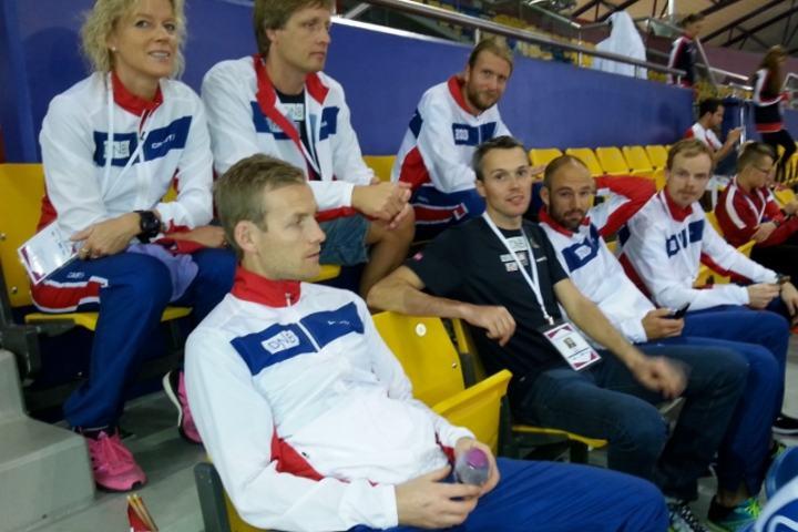 Norges løpere under åpningsseremonien under VM 100 km i 2014