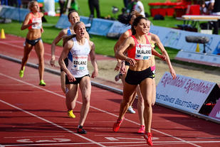Malin Edland setter 800m-rekord for 16 åringer på Bislett ifjor (Foto: Erling Pande Braathen)