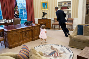 Barack Obama running in the Oval Office. By Pete Souza (The White House – P070912PS-0271) [Public domain], via Wikimedia Commons