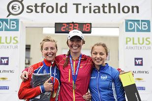 De tre beste totalt av kvinnene i langløypa. Vinner Julie Flakne Andresen (midten), 2. plass til Petra Jacoby, mens Galina Stoltenberg (høyre) ble nummer tre. (Alle foto: Bjørn Johannessen)