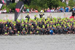 For femte gang: Søndag kl. 08 går starten for Ironman 70.3 Haugesund, Norges største og viktigste triatlonarrangement, ved Skeisvatnet i Haugesund. (Foto: Kjell Vigestad)