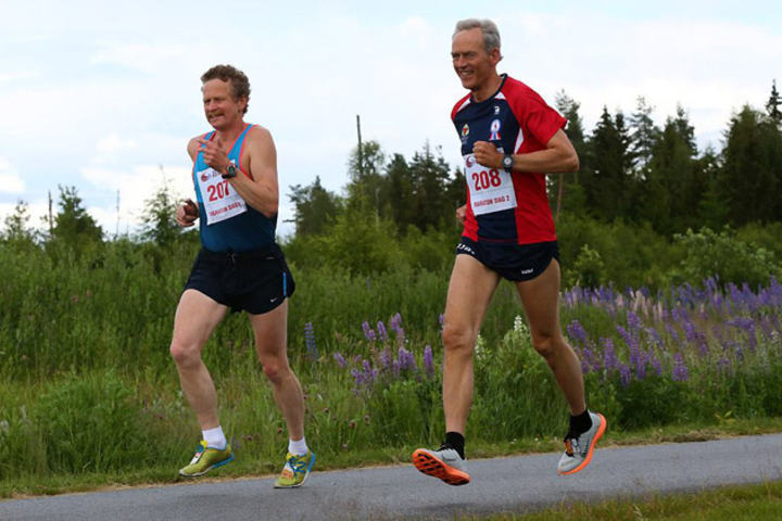 Odd Gunnar Tveit og Steinar Skaar tok de to første plassene på mandagens maraton i Jessheim 6-dagers. Foto: Bjørn Hytjanstorp